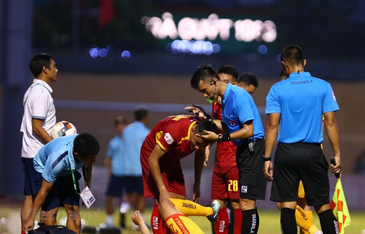 Trọng tài V-League đang ngày một mắc sai sót nghiêm trọng. (Ảnh: Nguyên An/Vietnam+)