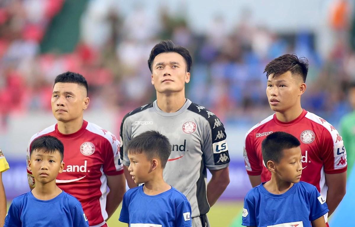 Bùi Tiến Dũng chơi hay, nhiều lần cứu thua xuất sắc trước Than Quảng Ninh ở vòng 9 V-League 2020. (Ảnh: CLB Tp.HCM)