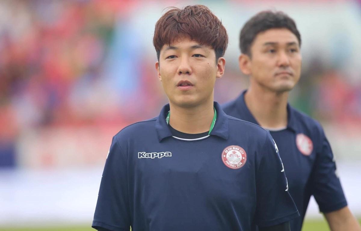 Ông Yang Jae-mo, trợ lý ngôn ngữ của huấn luyện viên Chung Hae-seong tại Câu lạc bộ Thành phố Hồ Chí Minh. (Ảnh: CLB TP.HCM)