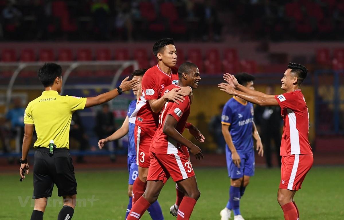 Viettel thắng 1-0 Bình Dương ở vòng 3 giai đoạn hai V-League 2020 để giữ vững ngôi đầu bảng xếp hạng. (Ảnh: Giang Hiển/Vietnam+)