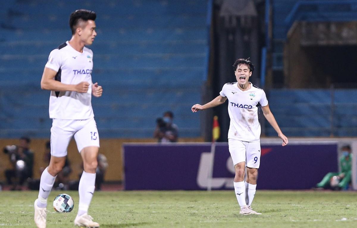 Hoàng Anh Gia Lai tiếp tục chơi kém cỏi, thua đậm 1-3 Than Quảng Ninh ở vòng 3 giai đoạn hai V-League 2020 trên sân Cẩm Phả. (Ảnh: Hiển Nguyễn/Vietnam+)