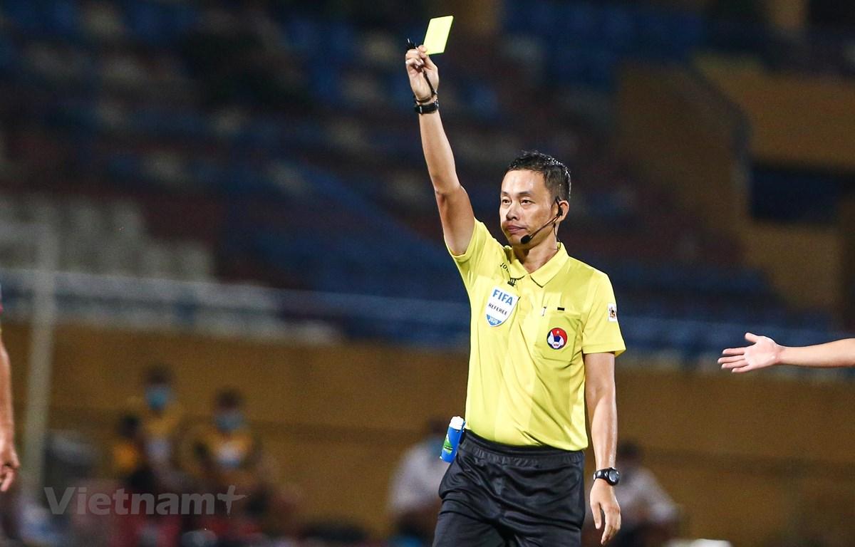 Trọng tài V-League lại tiếp tục mắc lỗi ở giai đoạn hai mùa giải 2020. (Ảnh: Hiển Nguyễn/Vietnam+)