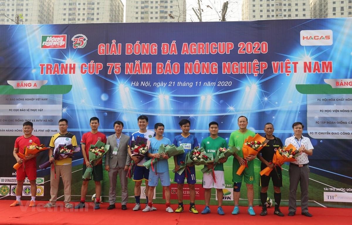 Giải bóng đá Agricup 2020 kỷ niệm 75 năm thành lập Báo Tấc Đất - tiền thân của Báo Nông nghiệp Việt Nam (7/12/1945 - 7/12/2020). (Ảnh: Hùng Võ/Vietnam+)