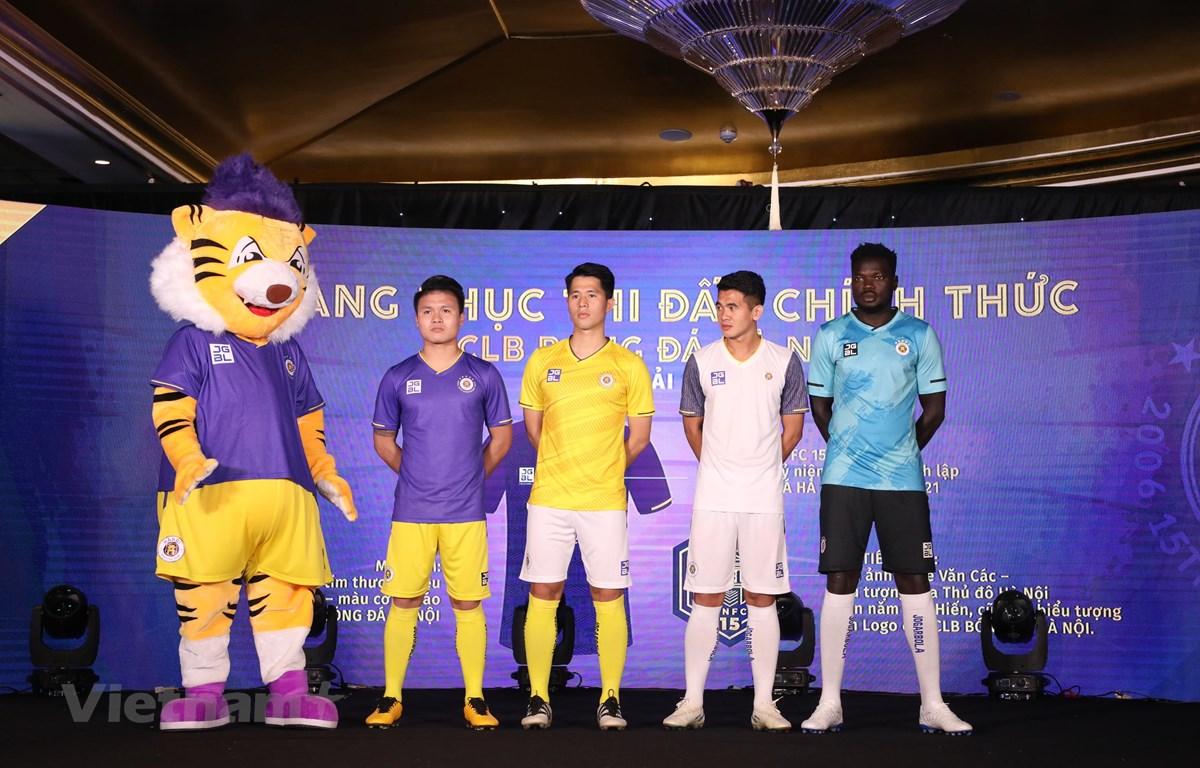 Hà Nội FC công bố mẫu áo thi đấu ở mùa giải 2021. (Ảnh: Hiển Nguyễn/Vietnam+)