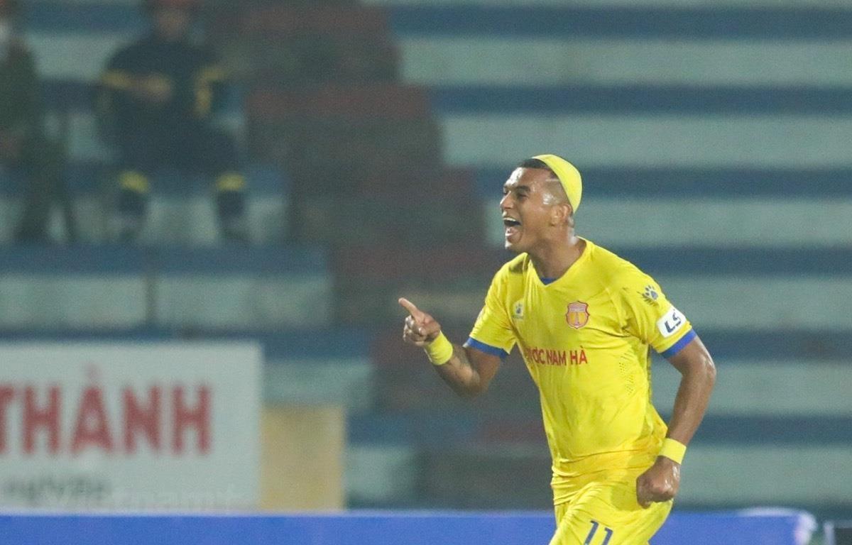 Ngoại binh ghi bàn nhiều hơn cầu thủ nội ở vòng 1 V-League 2021. (Ảnh: Hiển Nguyễn/Vietnam+)