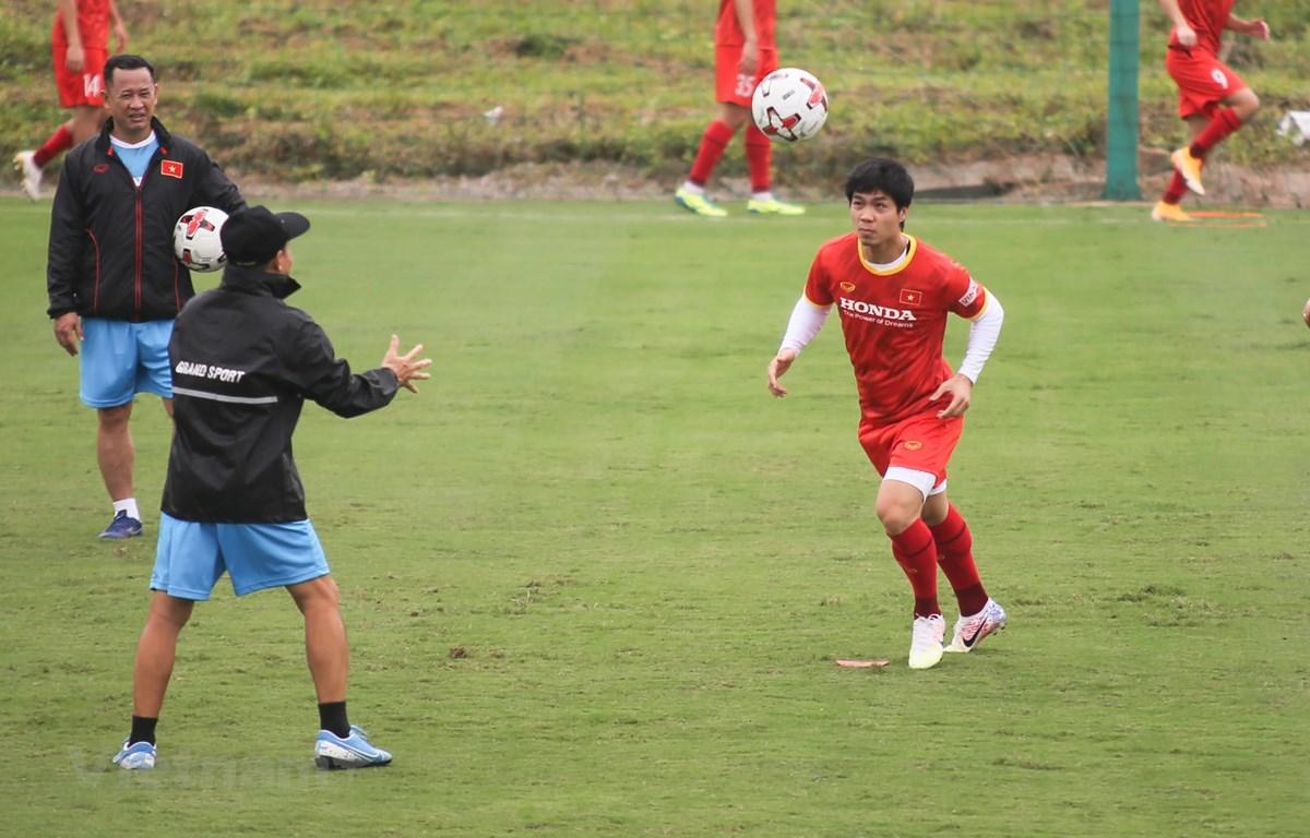 Đội tuyển Việt Nam tập luyện vào buổi trưa 9/5. (Ảnh: PV/Vietnam+)