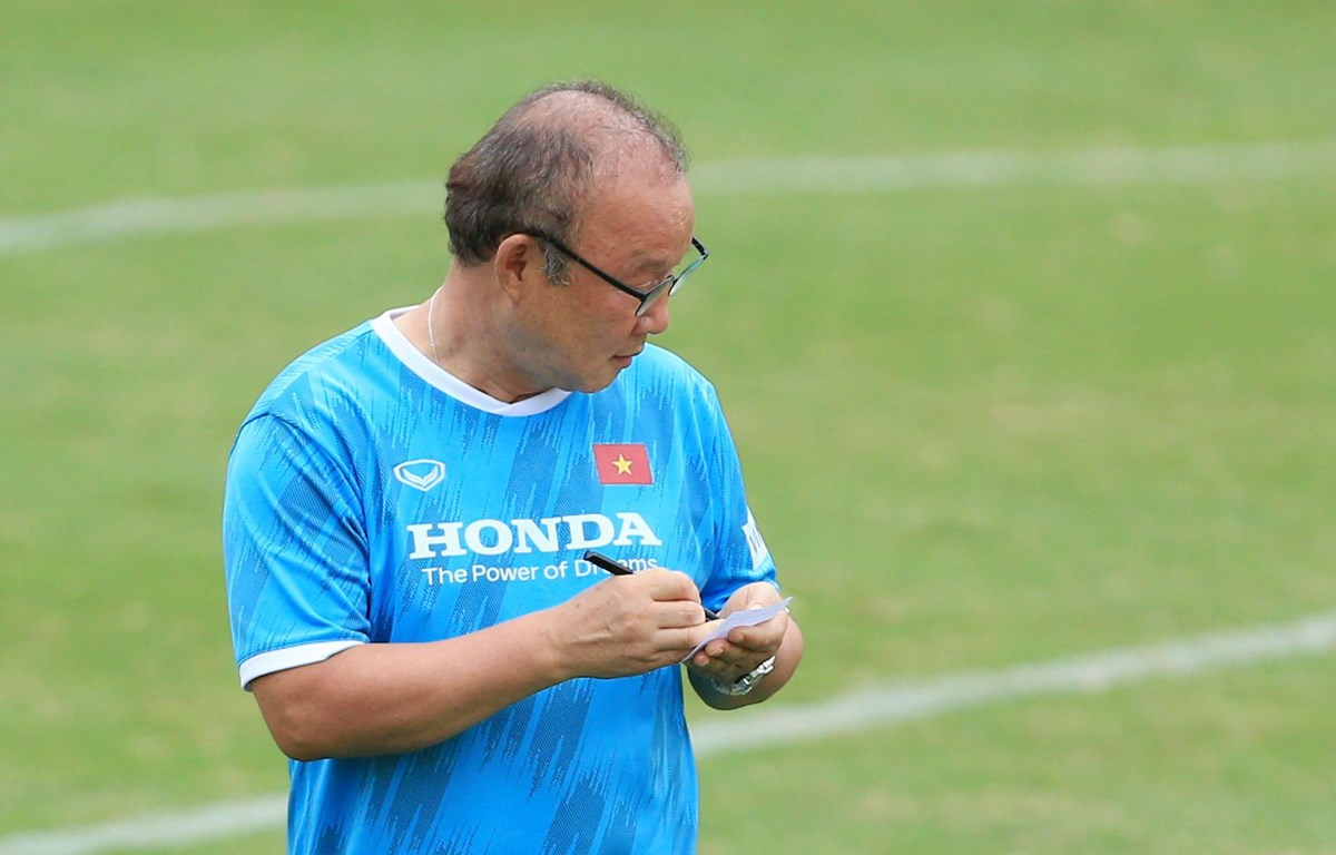 Huấn luyện viên Park Hang-seo ngay lập tức đưa ra nhiều thay đổi trong buổi tập khi vừa trở lại huấn luyện đội tuyển Việt Nam. (Ảnh: VFF)