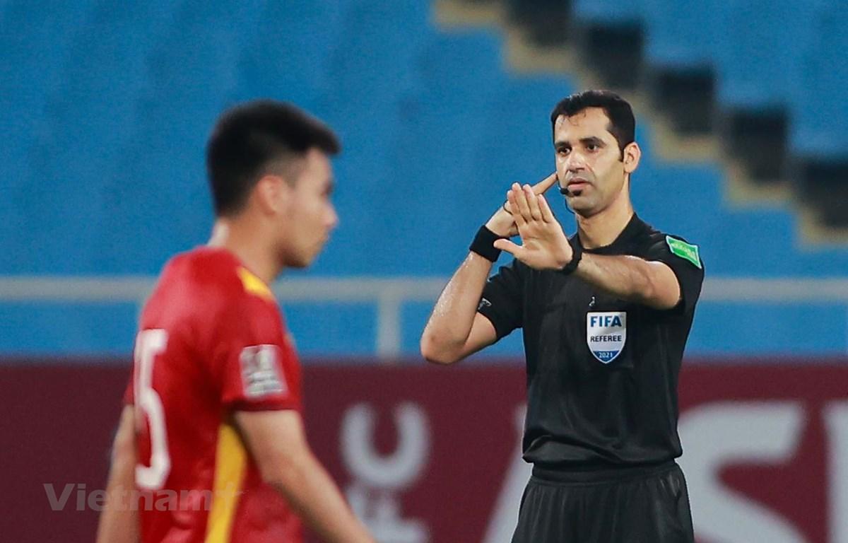 Trọng tài chính trận đấu Việt Nam-Australia, ông Abdulrahman Ibrahim Al-Jassim. (Ảnh: Hiển Nguyễn/Vietnam+)