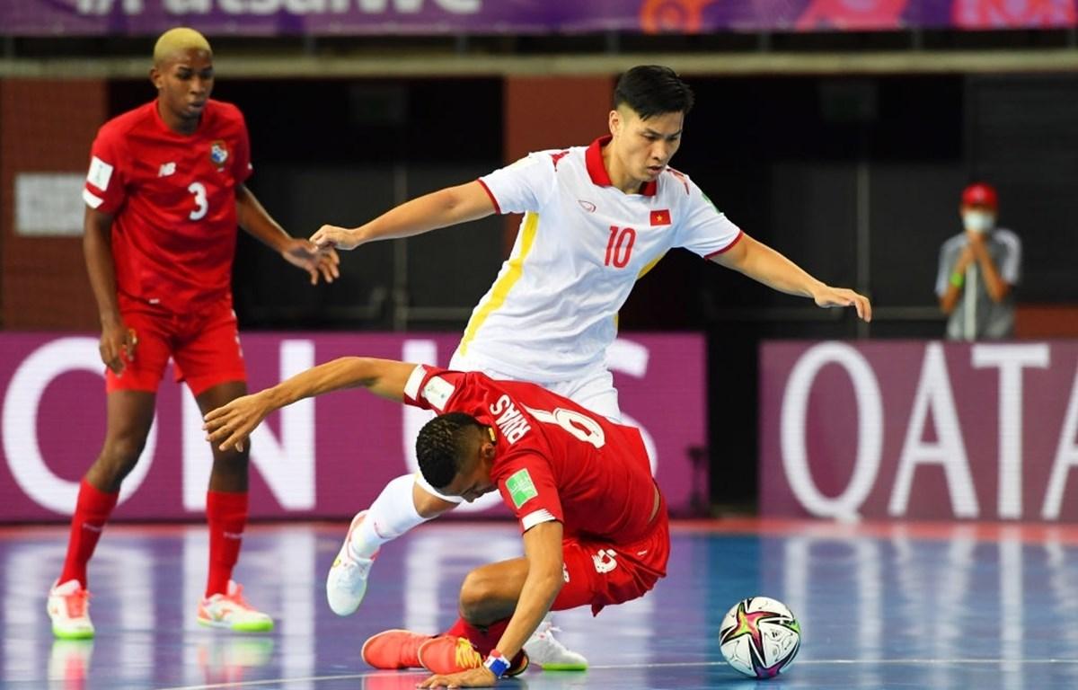 Ngay cả khi chỉ thua Cộng hòa Séc với tỷ số tối thiểu 0-1 ở lượt cuối, tuyển futsal Việt Nam có hiệu số -8, rất cao so với đối thủ khác và sẽ bị loại. (Ảnh: Getty Images)