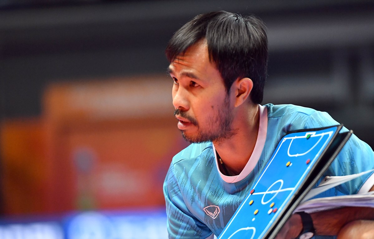 Huấn luyện viên Phạm Minh Giang nhiễm COVID-19 trước trận futsal Việt Nam với Nga. (Ảnh: VFF)