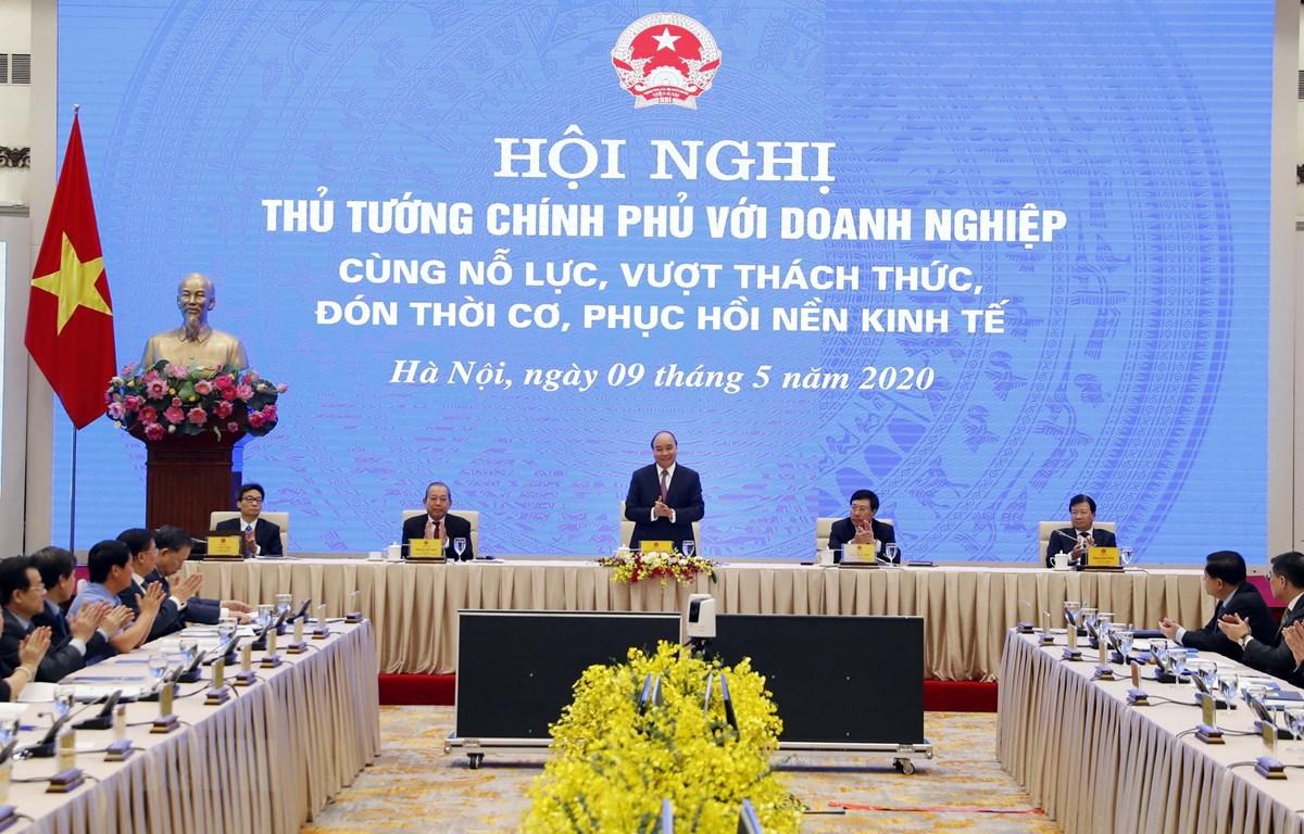 Thủ tướng Nguyễn Xuân Phúc và các Phó Thủ tướng chủ trì hội nghị tại điểm cầu Hà Nội. (Ảnh: Thống Nhất/TTXVN)
