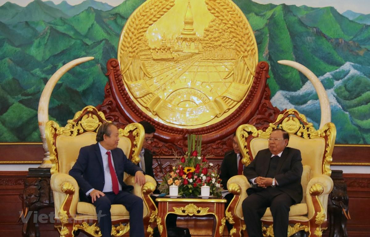 Tổng Bí thư, Chủ tịch nước Lào Bounnhang Vorachith đang tiếp thân mật Phó Thủ tướng Thường trực Trương Hòa Bình. (Ảnh: Phạm Kiên/Vietnam+)