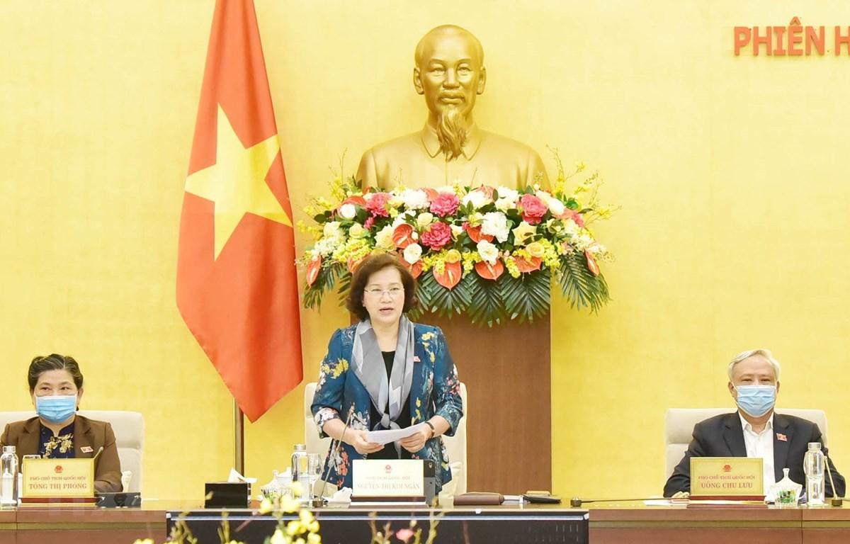 Chủ tịch Quốc hội Nguyễn Thị Kim Ngân chủ trì và phát biểu bế mạc Phiên họp thứ 43 của Ủy ban Thường vụ Quốc hội. (Ảnh: Trọng Đức/TTXVN)