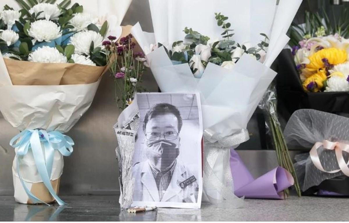 14 người ở tỉnh Hồ Bắc của Trung Quốc, bao gồm cả bác sỹ Lý Văn Lượng, được công nhận là liệt sỹ vì đã hy sinh mạng sống của họ trong cuộc chiến chống dịch COVID-19. (Nguồn: EPA/EFE)