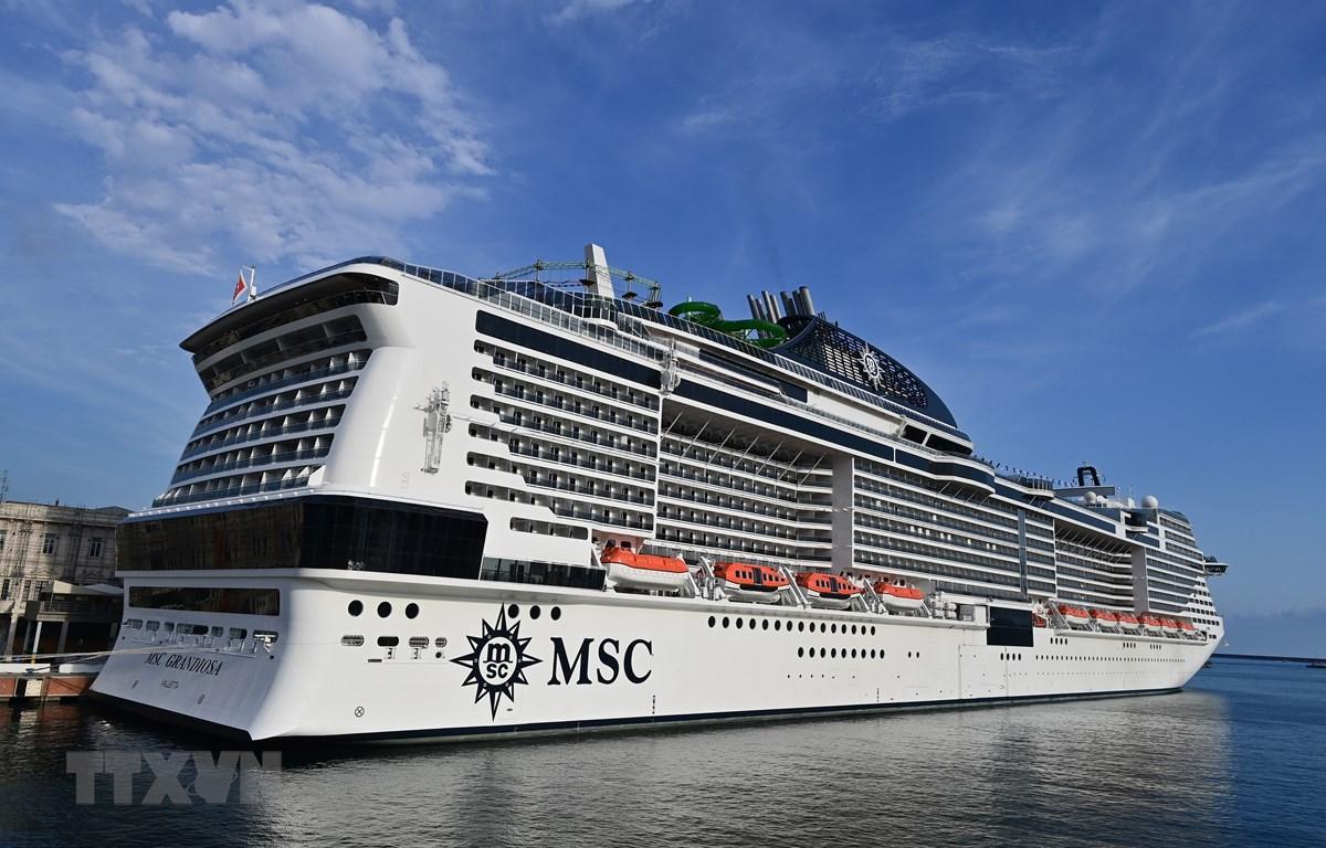 Tàu du lịch MSC Grandiosa rời thành phố cảng Genoa, Tây Bắc Italy ngày 16/8/2020. (Ảnh: AFP/TTXVN)