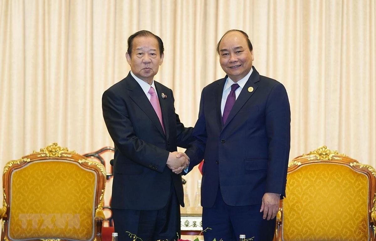 Thủ tướng Nguyễn Xuân Phúc tiếp ông Toshihiro Nikai, Tổng Thư ký Đảng Dân chủ Tự do của Nhật Bản (LDP), đồng thời là Chủ tịch Liên minh nghị sỹ Nhật-Việt. (Ảnh: Thống Nhất/TTXVN)