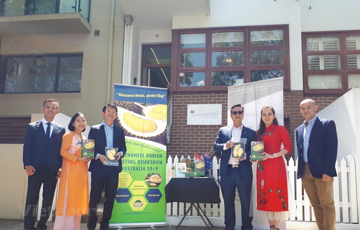 Ông Trịnh Đức Hải, Tổng lãnh sự Việt Nam tại Sydney, phát động chiến dịch quảng bá thương hiệu sầu riêng Việt Nam tại Australia. (Ảnh: Diệu Linh/Vietnam+)