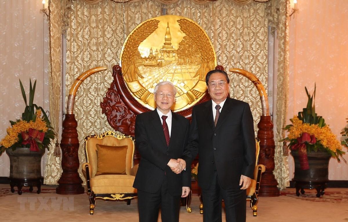 Tổng Bí thư, Chủ tịch nước Nguyễn Phú Trọng và nguyên Tổng Bí thư, Chủ tịch nước Lào Choummaly Sayasone. (Ảnh: Trí Dũng/TTXVN)