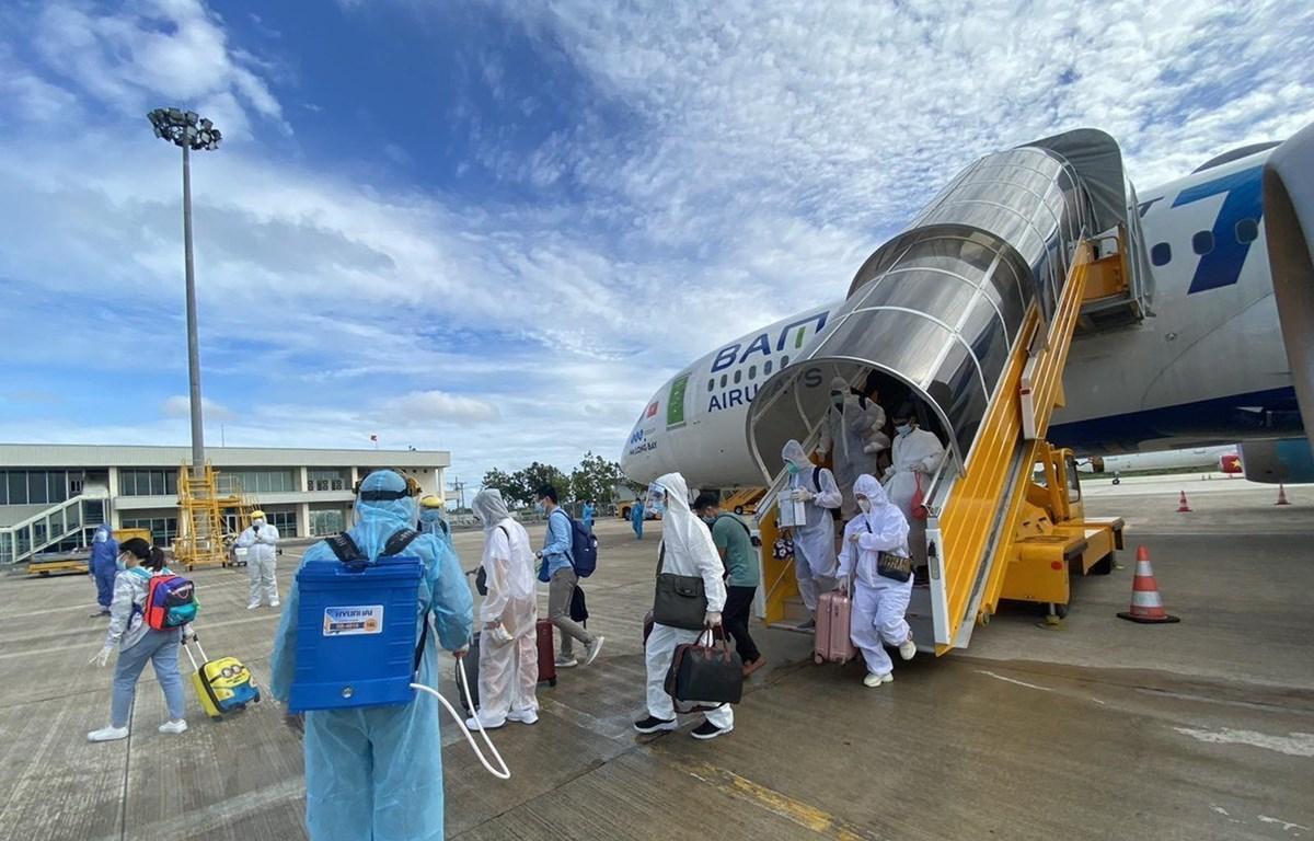 Máy bay hạ cánh xuống sân bay quốc tế Cần Thơ. (Ảnh: TTXVN)