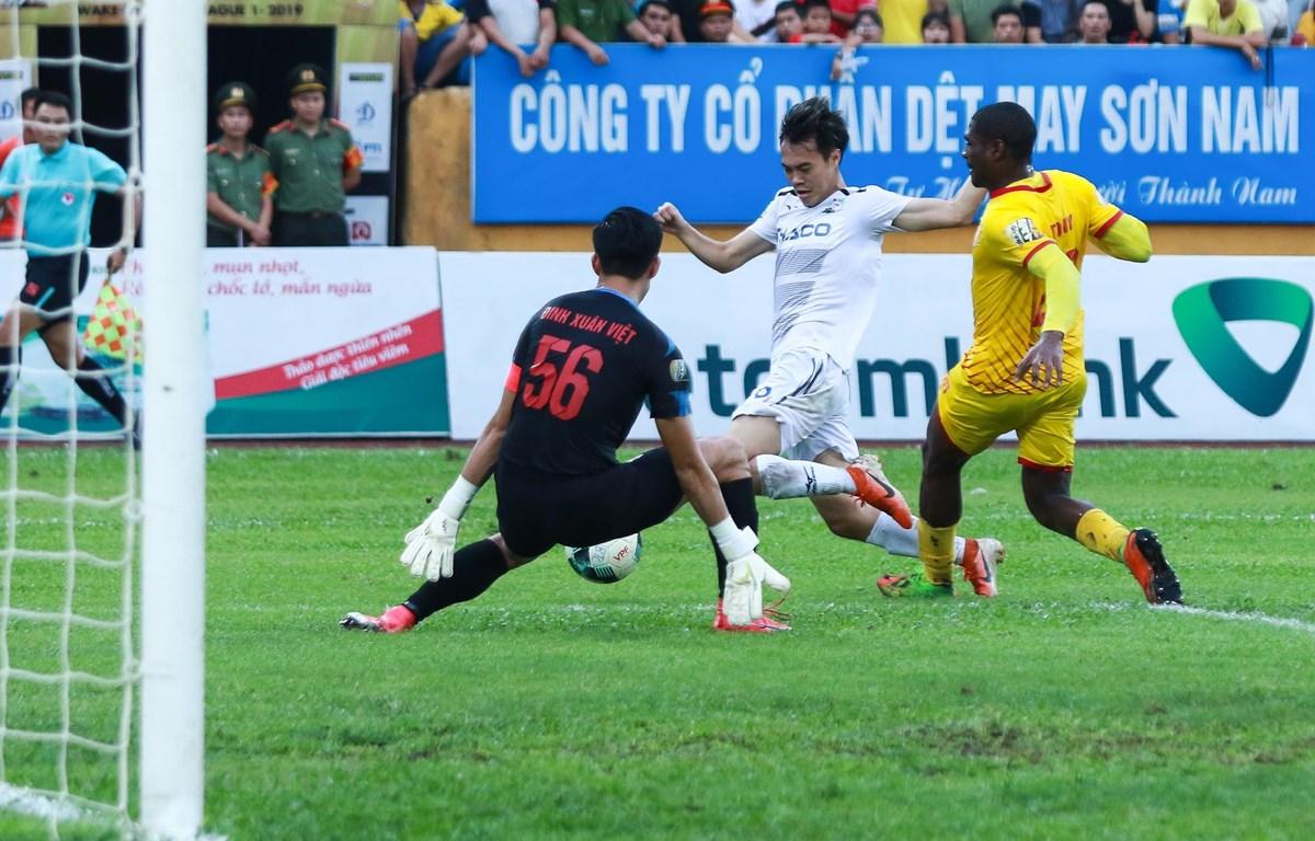 Hoàng Anh Gia Lai bỏ lỡ nhiều cơ hội ghi bàn ở những phút cuối trận gặp Nam Định. (Ảnh: Nguyên An/Vietnam+)