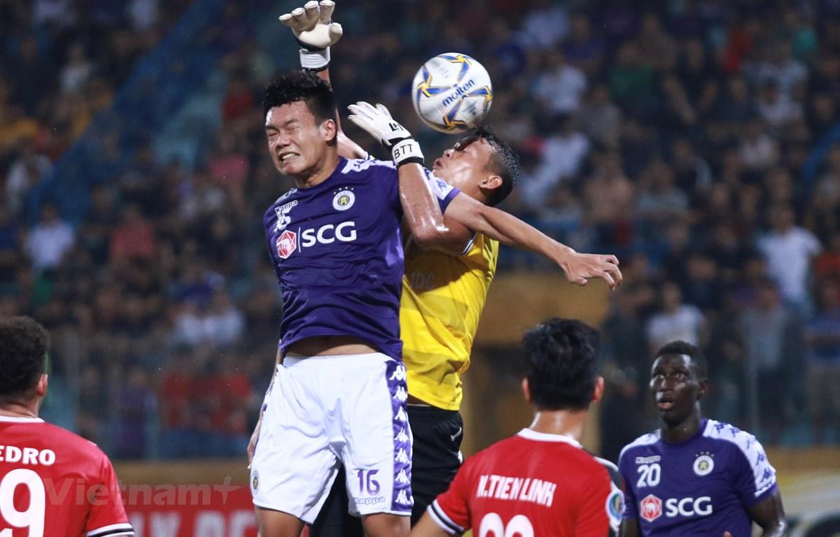 Thủ môn Tấn Trường mắc lỗi trong trận đấu với đội bóng sắp gia nhập, Hà Nội FC. (Ảnh: Nguyên An/Vietnam+)