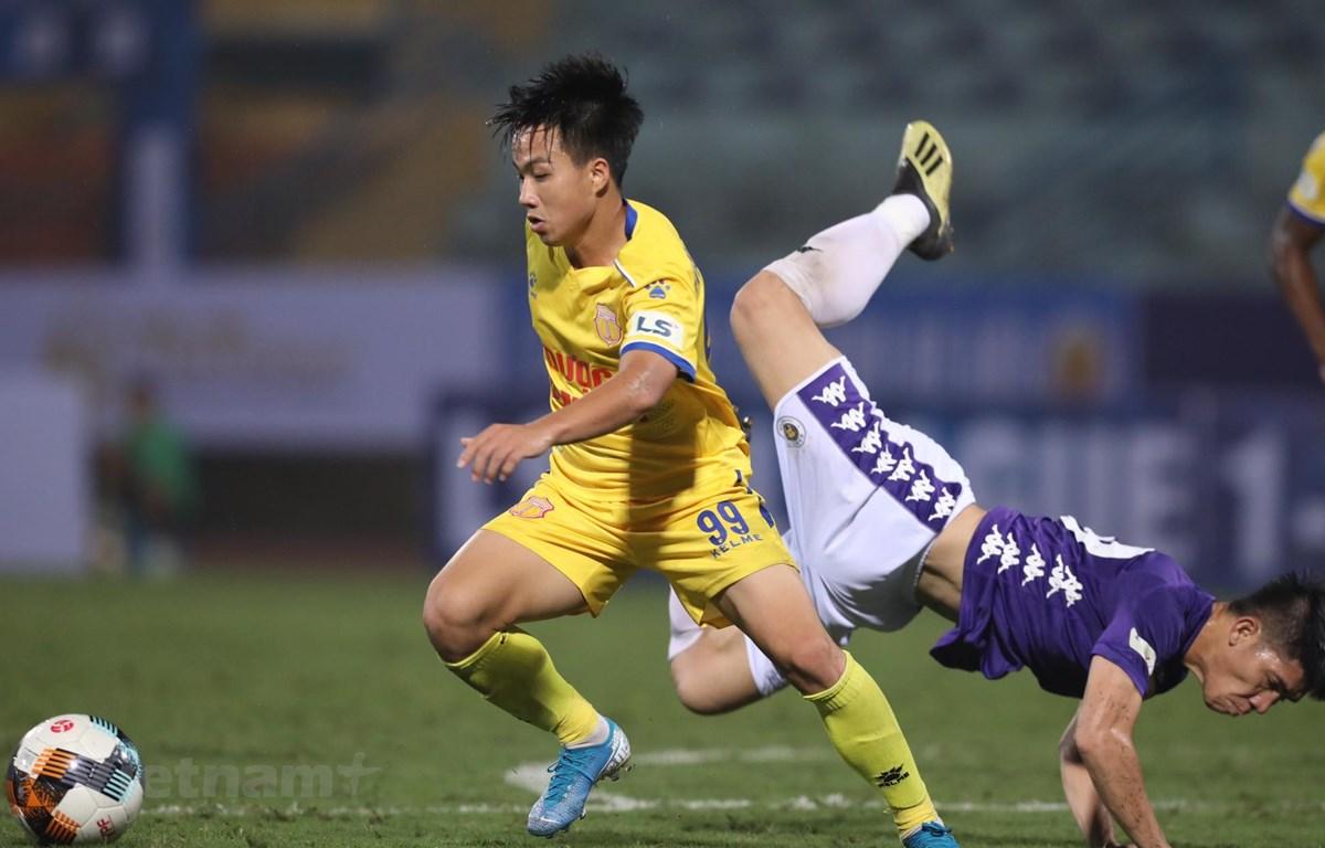 Nhiều đội bóng V-League tích cực thi đấu giao hữu trong thời gian này để chuẩn bị tốt nhất cho ngày bóng đá chuyên nghiệp trở lại. (Ảnh: Hiển Nguyễn/Vietnam+)
