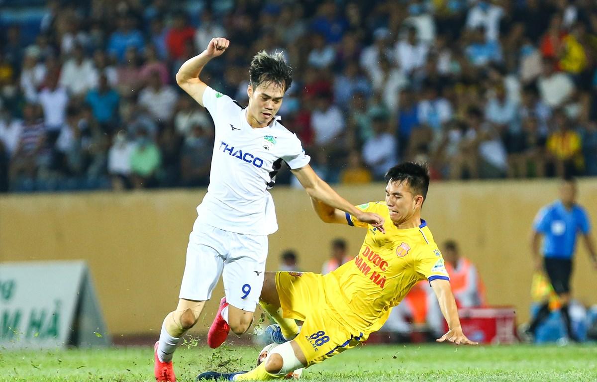 Các giải bóng đá chuyên nghiệp Việt Nam sẽ kết thúc vào trước tháng Mười hai năm nay. (Ảnh: Nguyên An/Vietnam+)