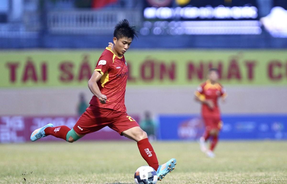 Phan Văn Đức sẽ tiếp tục thi đấu cho Sông Lam Nghệ An trong bản hợp đồng có thời hạn ba năm. (Ảnh: PV/Vietnam+)