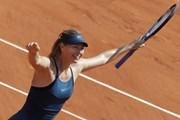 Sharapova bất chiến tự nhiên thành, người đẹp Wozniacki thua sốc