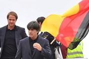 Nhà vô địch Đức đặt chân đến Nga, sẵn sàng bảo vệ ngôi vương