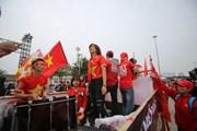 """Sắc đỏ bắt đầu """"nhuộm"""" Mỹ Đình trước chung kết Việt Nam - Malaysia"""