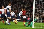 David de Gea được đưa 'lên mây' sau khi giúp M.U hạ Tottenham