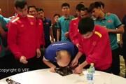 """Thầy Park """"lừa'' tiền vệ Đức Huy mắc bẫy """"ngọt ngào"""" dịp sinh nhật"""