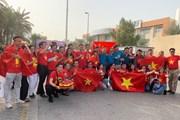 CĐV Việt Nam 'nhuộm đỏ' Dubai, tiếp lửa cho đội tuyển Việt Nam