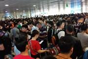 Cận cảnh sân bay Tân Sơn Nhất kẹt cứng người về quê ăn Tết