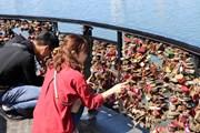 Ngày Valentine lãng mạn trên cầu Tình yêu tại Đà Nẵng