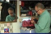 Độc đáo cửa hàng sửa quần áo cũ giữa lòng thủ đô của Jordan