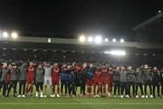 Liverpool hát 'You'll never Walk Alone' sau màn vùi dập Barcelona