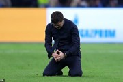 Hình ảnh HLV Pochettino bật khóc sau chiến thắng 'điên rồ'
