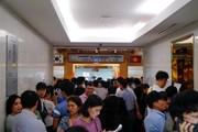 'Choáng' trước hình ảnh hàng nghìn người đi xếp hàng xin visa Hàn Quốc