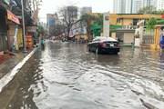 [Photo] Hà Nội vừa mưa to, nhiều tuyến đường ngập sâu