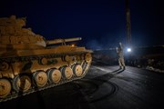 Lực lượng người Kurd dựng lều trại cho người dân sơ tán