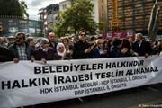 Cảnh sát Thổ Nhĩ Kỳ dùng vòi rồng trấn áp người biểu tình ở Diyarbakir