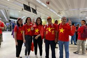 Cổ động viên Việt Nam 'nhuộm đỏ' Manila trước trận chung kết SEA Games