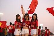 Cổ động viên Việt Nam 'phủ kín' sân Chang Arena trước trận gặp Jordan