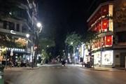 Hà Nội: Nhiều hàng quán đóng cửa, người dân hạn chế ra đường
