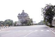 [Photo] Người dân Lào thực hiện giãn cách xã hội chống dịch COVID-19