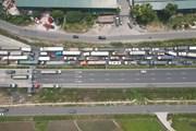 [Photo] Chốt kiểm dịch cao tốc Pháp Vân-Cầu Giẽ ùn tắc kéo dài