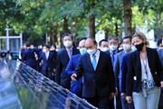 [Photo] Chủ tịch nước thăm Khu tưởng niệm nạn nhân vụ khủng bố 11/9