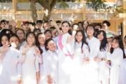 Tân Hoa hậu Tiểu Vy rạng rỡ ngày trở về trường cũ thăm thầy cô
